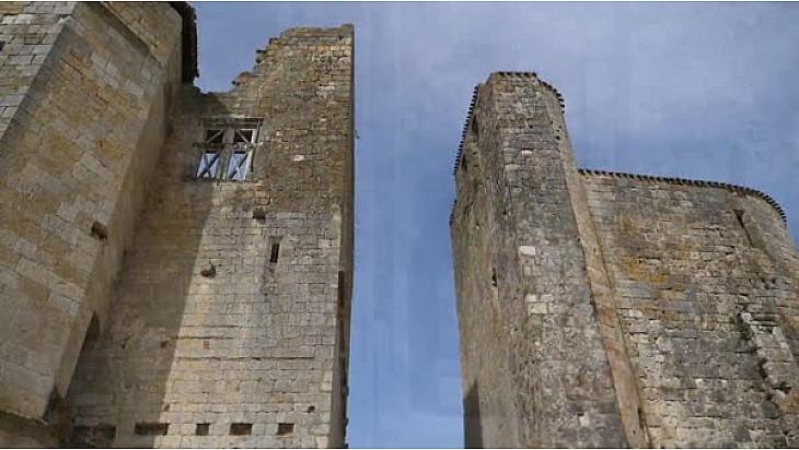 Village Fortifié de Larressingle #Gers #Occitanie #Tv_Locale